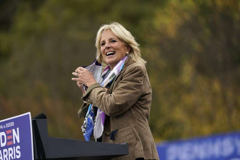 拜登角逐黨內初選、競選總統期間,妻子吉兒一路賣力助選。(AP)
