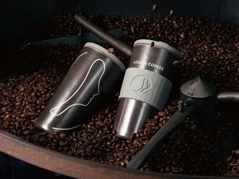 路易莎咖啡循環杯杯身採用咖啡渣及天然竹纖維混合製作。(路易莎提供)