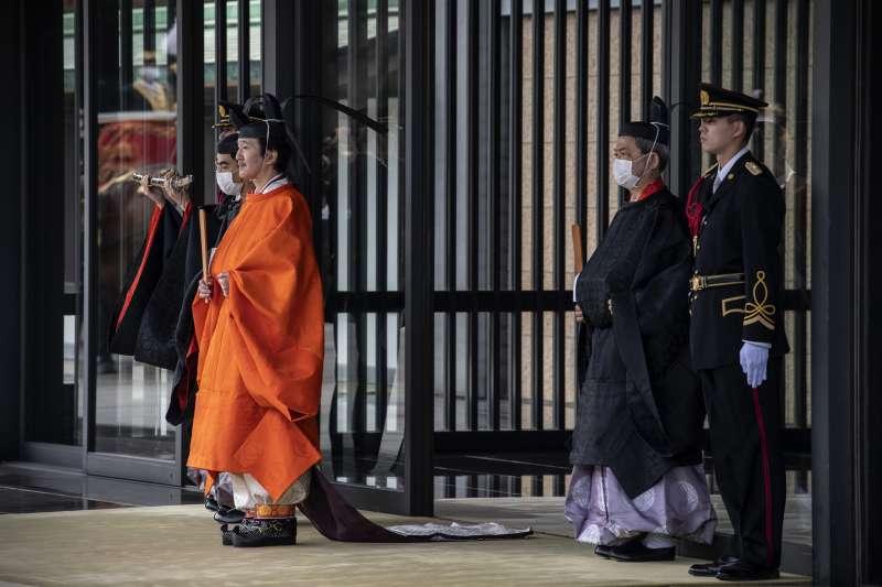 日本8日舉行「立皇嗣之禮」,向海內外宣示日皇德仁弟弟、秋篠宮文仁親王成為皇位繼承第一順位的皇嗣。(AP)