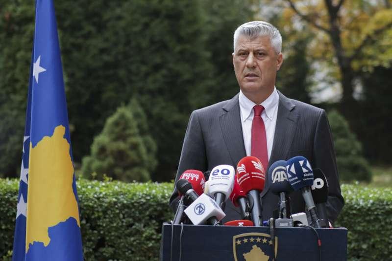 2020年11月5日,科索沃總統塔奇(Hashim Thaci)宣布辭職,面臨戰爭罪審判。(AP)