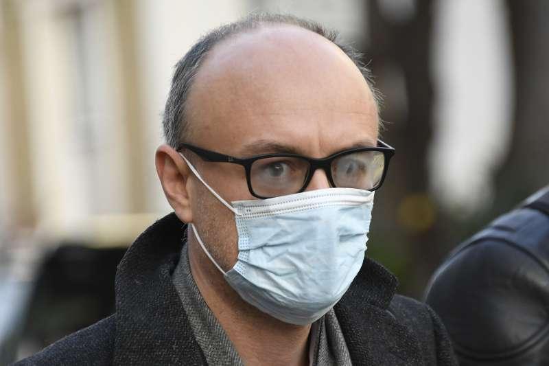 11月13日,英國首相高級顧問、「脫歐大將」康明斯遭首相強森掃地出門。(AP)