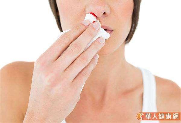 鼻咽癌的早期症狀是鼻涕或痰液經常帶有血絲,(圖/華人健康網提供)