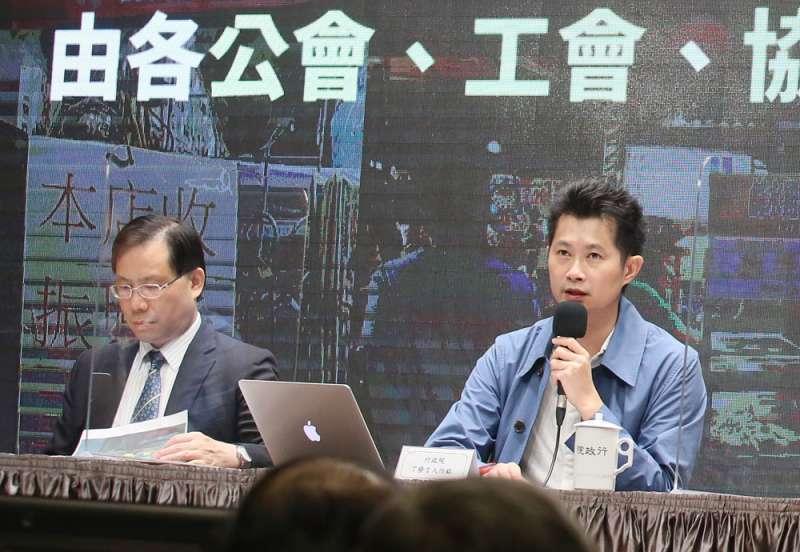 丁怡銘(右)失言事件讓藍營支持者多了參與反萊豬遊行的動力。(柯承惠攝)