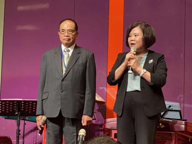 20201119-新竹市總工會理事長莊鑑川(左起)與勞動部長許銘春出席「全國各縣市總工會會務聯繫研討會」。(讀者提供)