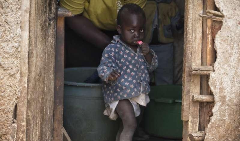 BBC深度調查踢爆,肯亞奈洛比的販嬰黑市猖獗,許多孩子被從母親身邊偷走賣掉。非洲人口販賣,誘拐兒童(eks-i zîbâ@flickr)