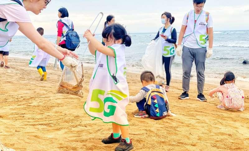 環境教育從小扎根 3歲小小「不塑之客」 亞太電信齊力打造無塑海洋。(亞太電信提供)