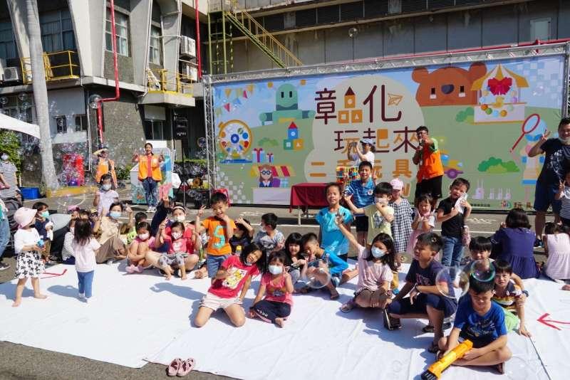 台塑企業積極推動彰化樂活圈,要打造彰化首座童趣基地,今年藉由王長庚公益信託贊助,與台灣玩具圖書館合作,成立「彰化二手玩具物流中心」。(台塑企業提供)