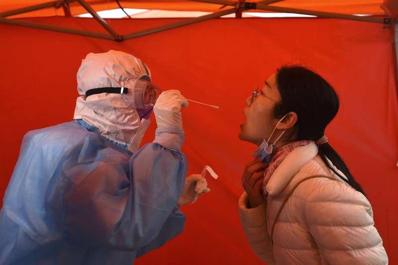 中國疫情:天津市民接受篩檢(AP)