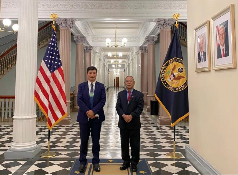 2020年11月20日,西藏流亡政府首長洛桑森格(左,Lobsang Sangay)20日應邀正式訪問美國白宮。(取自藏人行政中央官網)