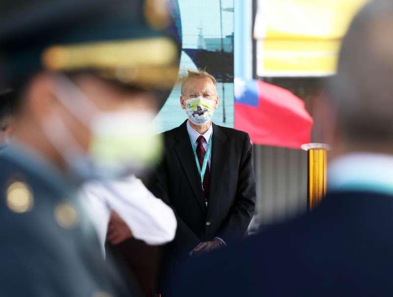 20201124-總統蔡英文24日主持潛艦國造廠房啟用典禮,美國在台協會台北辦事處長酈英傑(中)出席。(蘇仲泓攝)