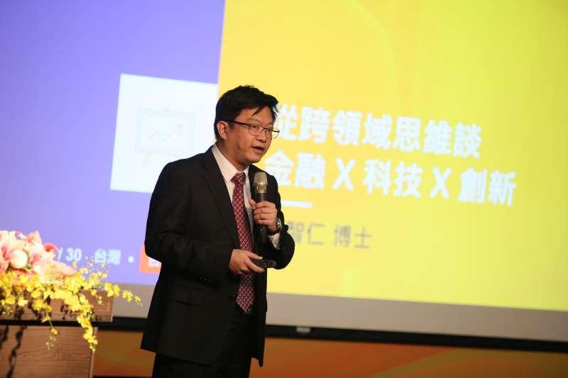 銘傳大學30日舉辦「金融╳科技╳創新」年度論壇,圖為金融科技創新研究中心執行長李智仁。(柯承惠攝)