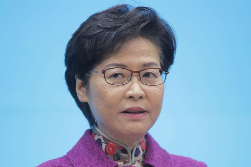 2020年11月,香港新冠肺炎疫情大爆發,特首林鄭月娥一籌莫展(AP)