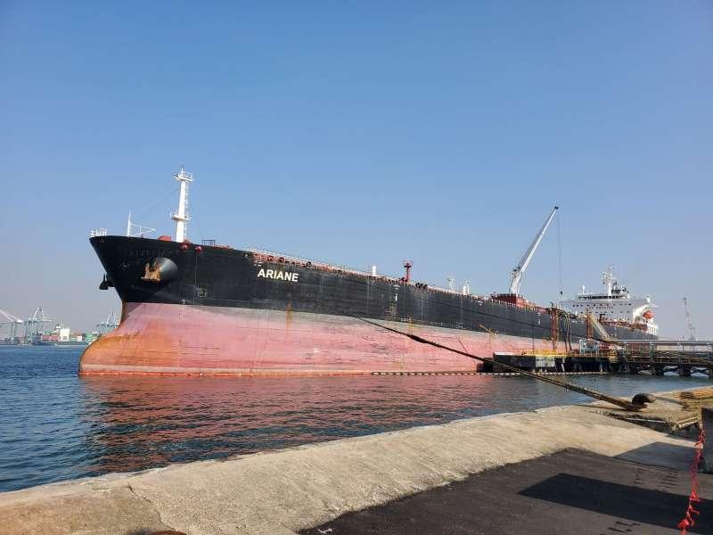 台灣中油公司前進非洲在查德奧瑞油田探採有成,該油田生產的首船原油已於11月底運抵台灣。(台灣中油提供)