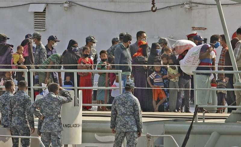 2020年12月,孟加拉當局啟動重新安置計劃,已將1600名羅興亞難民送往巴贊查爾島。(AP)