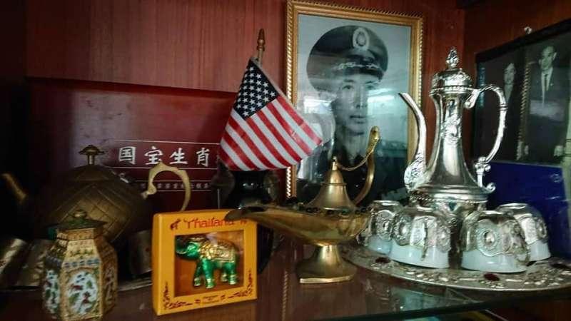 李卓才上校年輕時代的照片,如今還被典藏於基隆家中。(何思齊攝影)