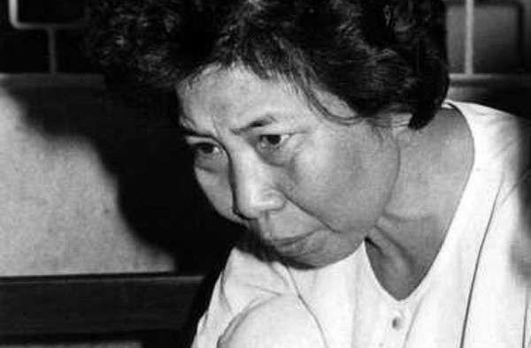 金宣子無害的中年婦女外表下藏著邪惡的心。(圖/翻攝自MBC News)