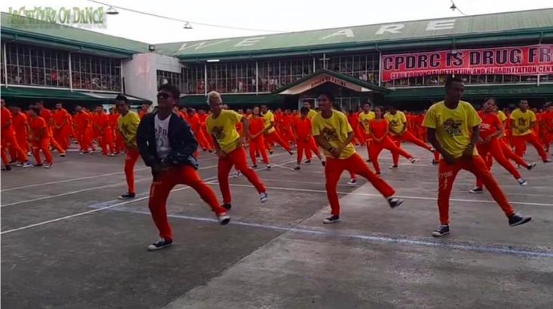 導入跳舞的官員拜倫.加西亞稱從經典電影《刺激1995》獲得靈感而開始讓囚犯跳舞。(圖/方格子Vocus)