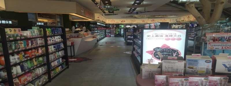 近年,康是美推出新型態商店,提升了康是美的專業新形象,圖為高雄楠梓店。(許英傑提供)