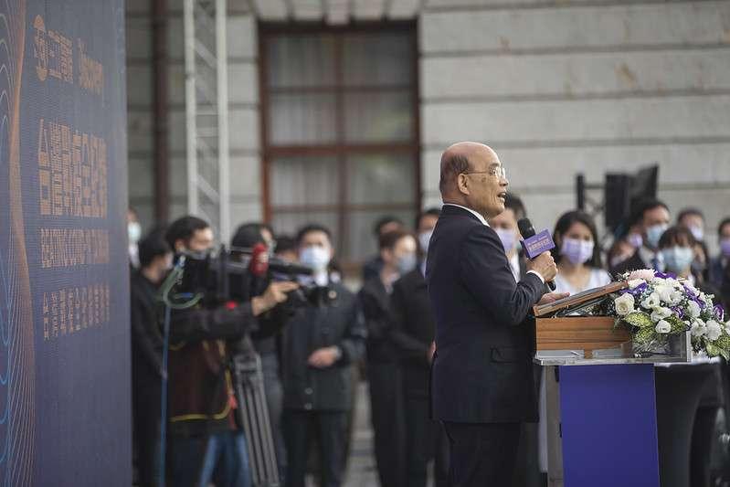 20201212-行政院長蘇貞昌12日出席Discovery台灣戰疫全紀錄首映發表記者會時提到,蔡英文已不再進選連任,卻還是出席,誠意十足。(總統府flickr)