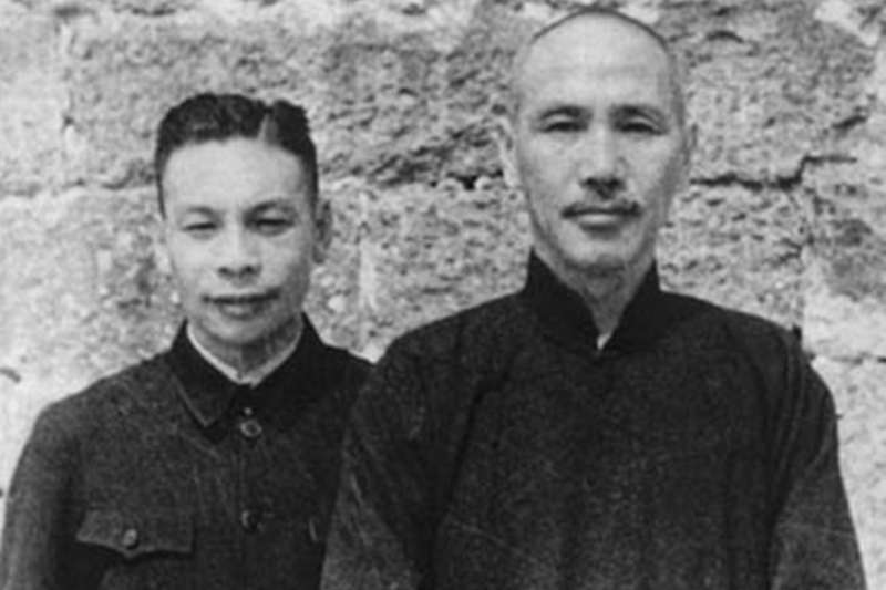 蔣經國與蔣介石(取自wikimedia commons)