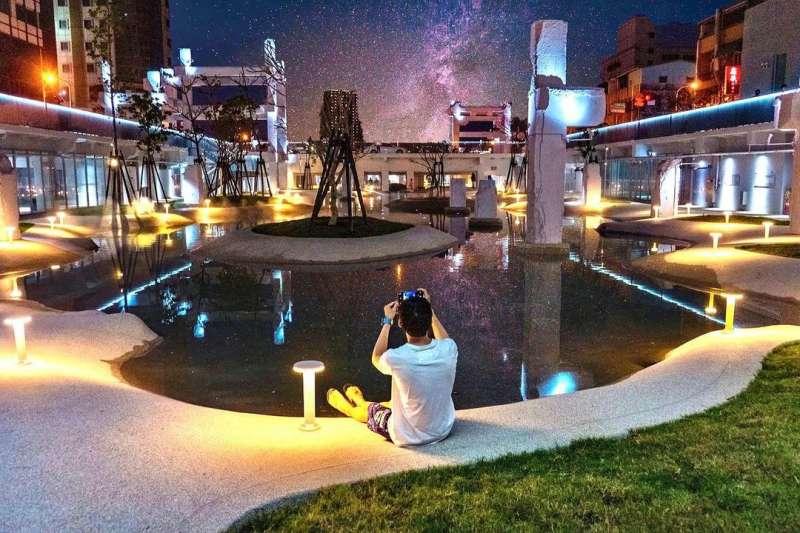 河樂廣場的潟湖美景愈夜愈美麗(圖/ kitowk@instagram提供)
