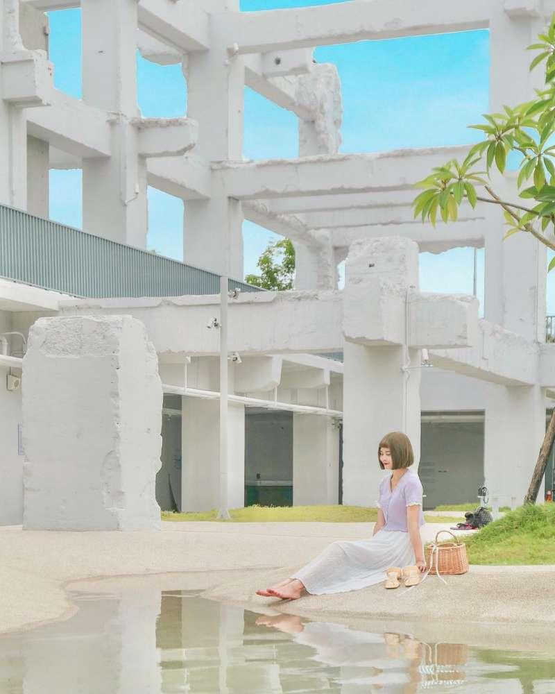 白色建築在白天也很美(圖butt2fly_@instagram提供)
