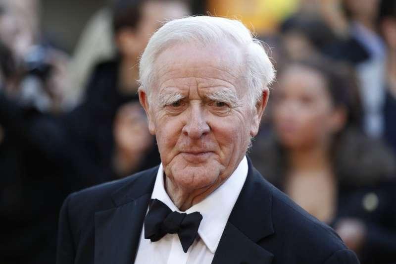 2020年12月12日,20世紀最受讚譽的諜報小說大師約翰‧勒卡雷以89歲高齡病逝,死因為一般肺炎。(AP)