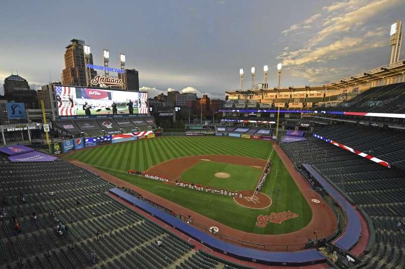 美國職棒大聯盟克里夫蘭印地安人(Cleveland Indians)隊名及吉祥物長年遭批帶有種族主義、歧視美洲原住民爭議,決定更改隊名回應質疑聲浪。(AP)