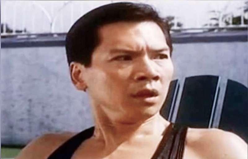 向華強是香港娛樂界、電影圈大亨,也曾多次客串《賭神》等電影中的角色。(翻攝自YouTube)