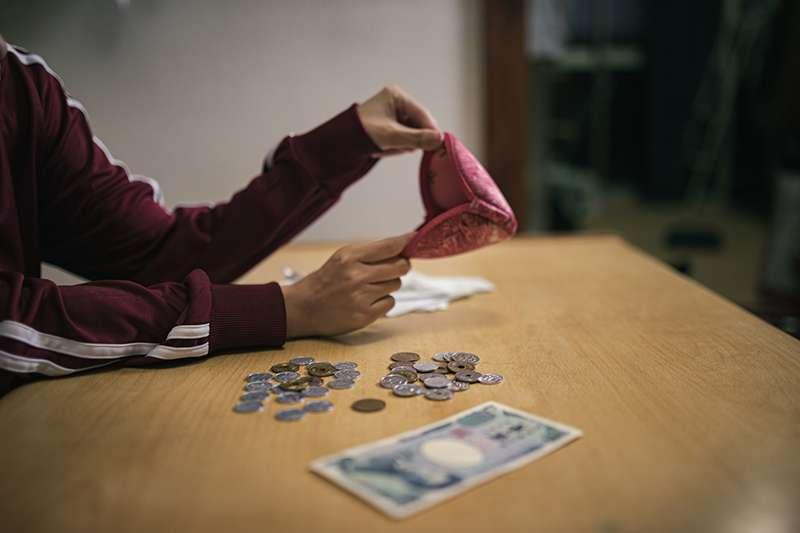 紓困貸款全名「勞工保險被保險人紓困貸款」,即勞保局希望藉此方案來幫助經濟弱勢。(示意圖/取自Pakutaso)