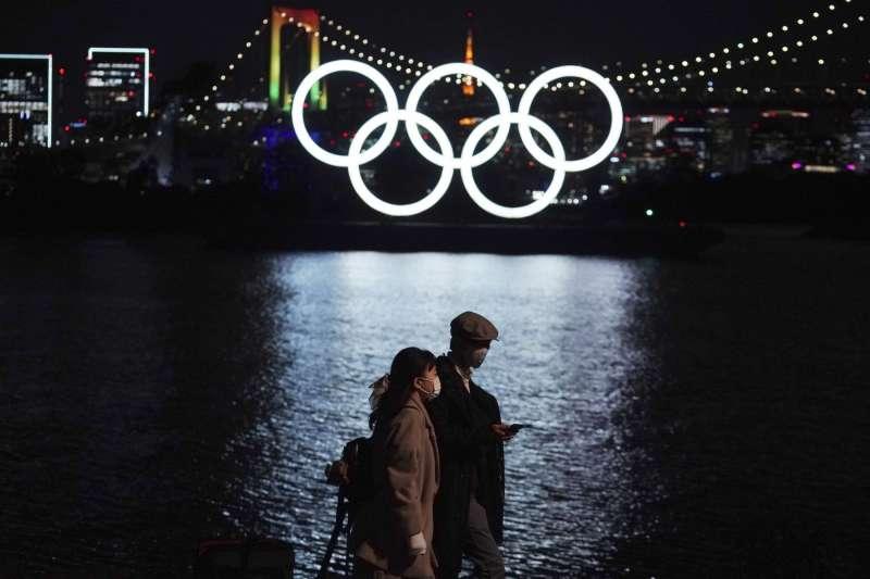 東京奧運因疫情被迫延後1年舉行,主辦國日本蒙受至少2兆日圓的經濟損失。(美聯社)