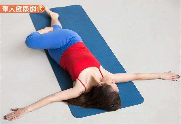 扭轉除了有益於脊椎,也能幫助扭轉和調整腹部器官,並有助於維持神經和循環系統的良好運作。(圖/華人健康網提供)