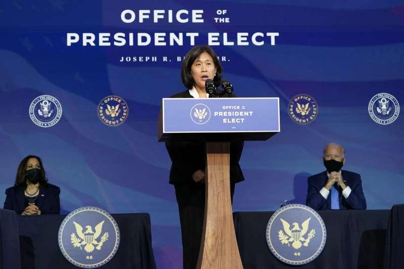 新任美國貿易代表戴琪(中),如何應付中國受到各界關注。(美聯社)