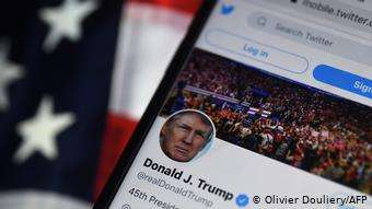 推特的決定不會影響美國現任總統川普的個人帳號。(德國之聲)
