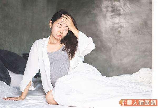 有的人每遇到冬天氣溫下降,就容易出現疲倦、頭暈等症狀,小心可能是「低血壓」造成的症狀,嚴重時甚至可能引發中風或心肌梗塞等併發症。(圖/華人健康網提供)