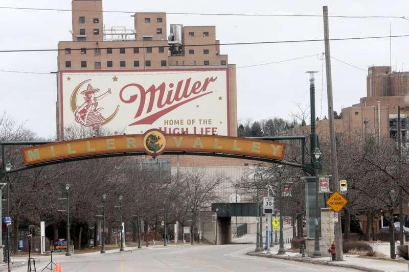 2020年美國大規模槍擊案只有2起。2020年2月26日,威斯康辛州密爾瓦基市一名酒廠員工殺死5名同事並自殺。(AP)
