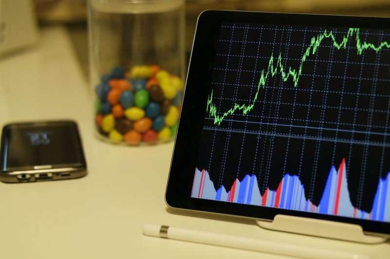投資即把錢投入公司,公司每年賺錢後配股息給投資者。(圖/Pexels)