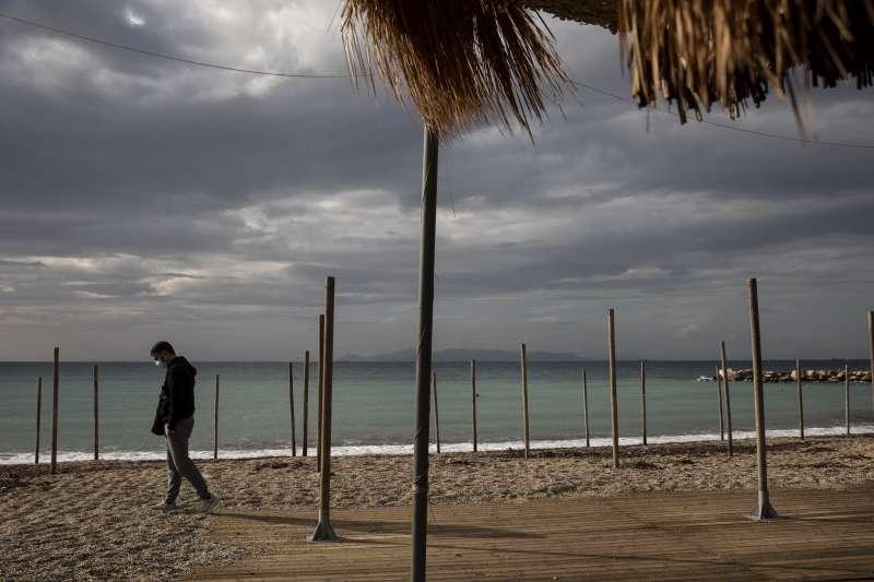 為防止疫情惡化,希臘政府新年實施為期一週的嚴厲封鎖限制。(美聯社)