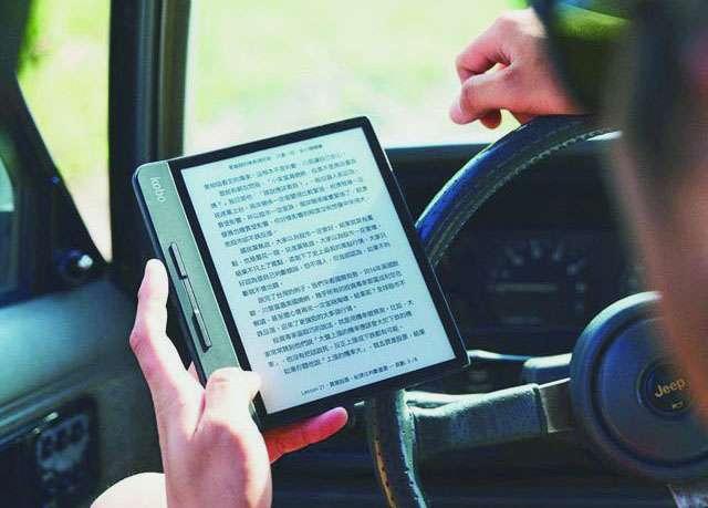 書籍出版品尚有出版地可追朔,但電子書經由網路流通,管制不易。(翻攝自Kobo臉書)