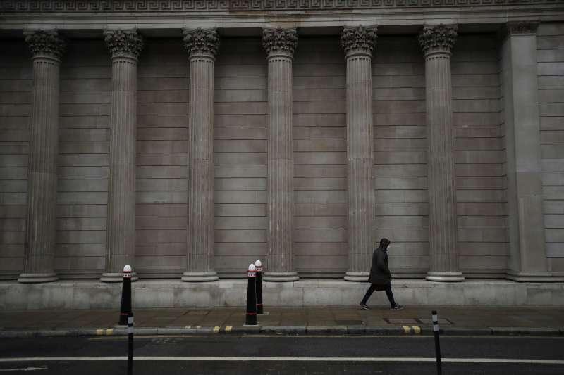 受疫情及英國脫歐影響,如今倫敦就業機會減少,間而影響大學畢業生、國際移民遷居倫敦的意願。(AP)