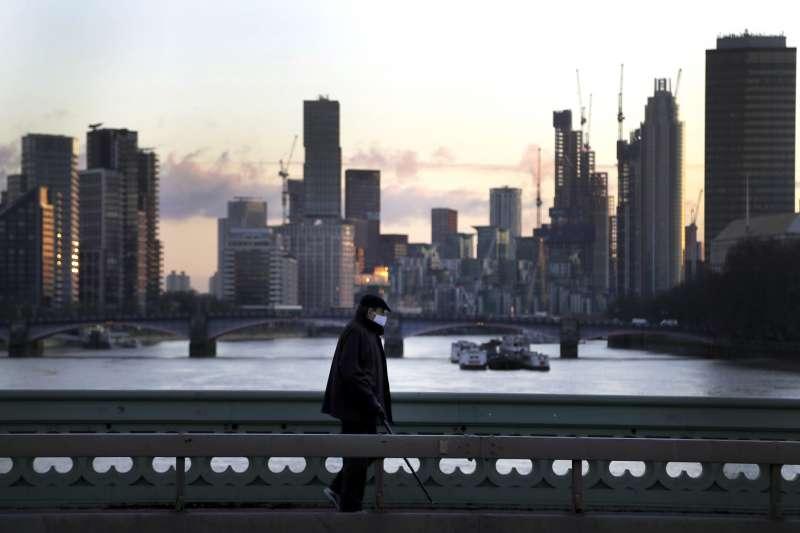 英國經濟面臨300多年來最嚴重衰退,國內失業率隨之上升,就連首都倫敦也不可倖免。(AP)