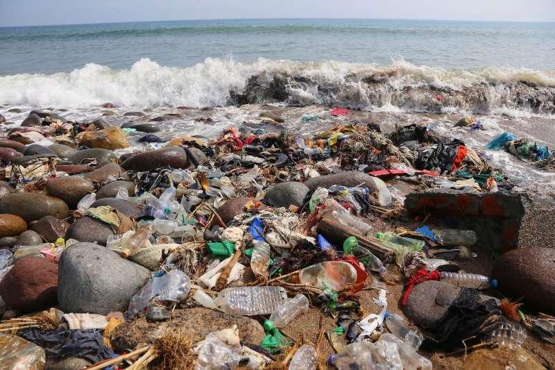 20210107-根據環保署資料顯示,一般垃圾中至少有四成為應回收之廚餘、紙張與塑膠,顯示民眾雖有環保意識及回收習慣,但回收知識才在及格邊緣。(RE-THINK提供)