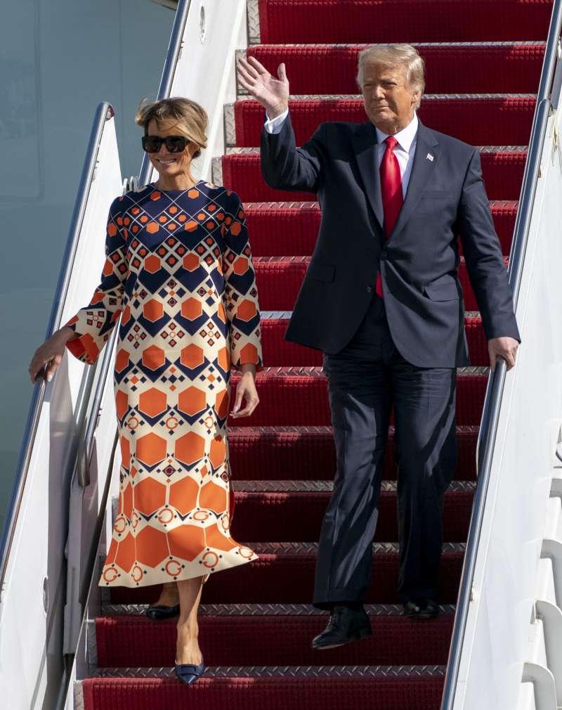 2021年1月20日,美國總統川普夫婦最後一次搭乘空軍一號,飛抵佛羅里達州(AP)