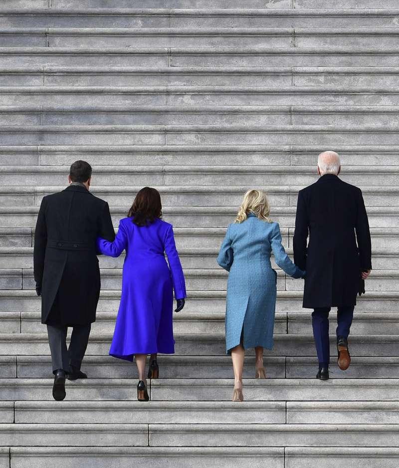 2021年1月20日,美國第46位總統拜登與第49位副總統賀錦麗就職大典,總統拜登與副總統賀錦麗夫婦(AP)