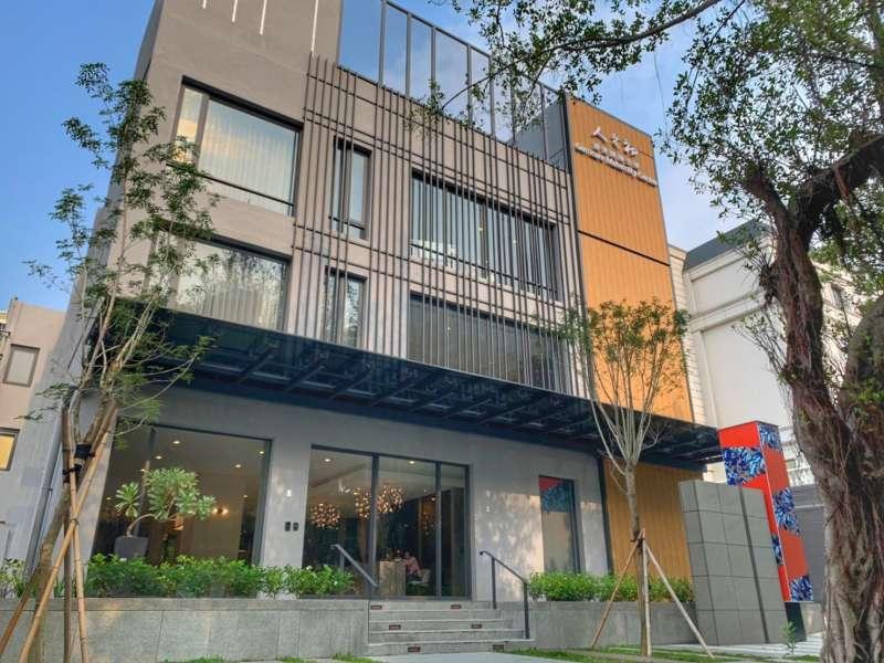 20210122-人之初敦化館2020年開幕,規劃獨棟三層樓建築25間客房。(嘉泥提供)