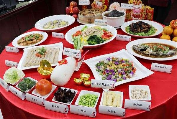 台北市政府衛生局邀請台北市立聯合醫院中興院區營養科團隊,以健康飲食概念提出低澱粉、少油、少鹽、少糖、高纖之均衡營養美味的9道年菜。(圖/華人健康網提供)
