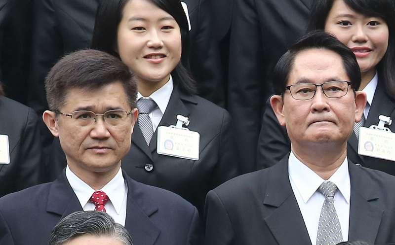 調查局三巨頭換人做,其中負責刑事偵查業務的新任副局長由原主秘黃義村(左一)升任。(新新聞資料照)