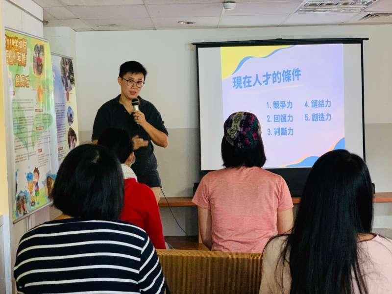 楊鈺瑩推廣跳養APP實體講座吸引許多家長參加(圖片來源:笛飛兒EQ教育)