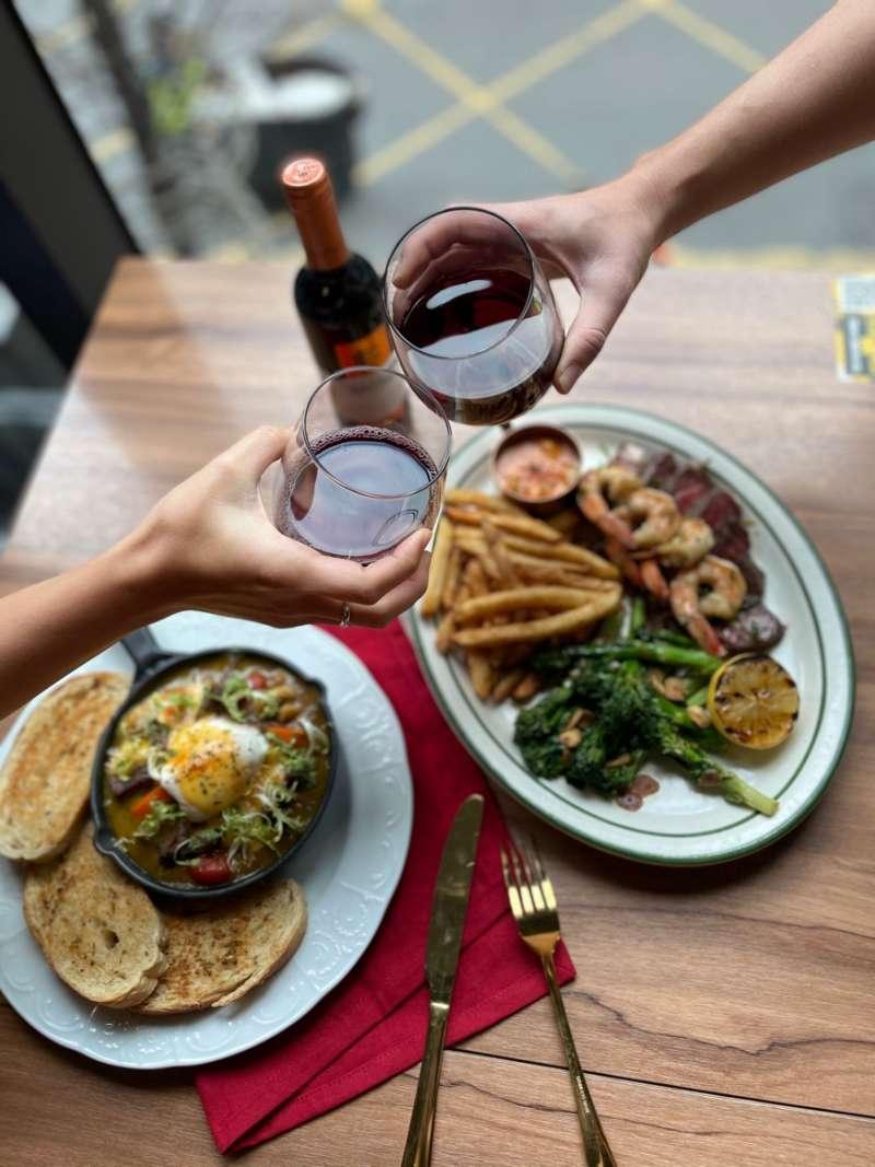 圖三、享用樂子新春牛五發套餐還可用優惠價加購紅酒,吃好吃飽招來牛年好運氣(圖片來源:樂子)