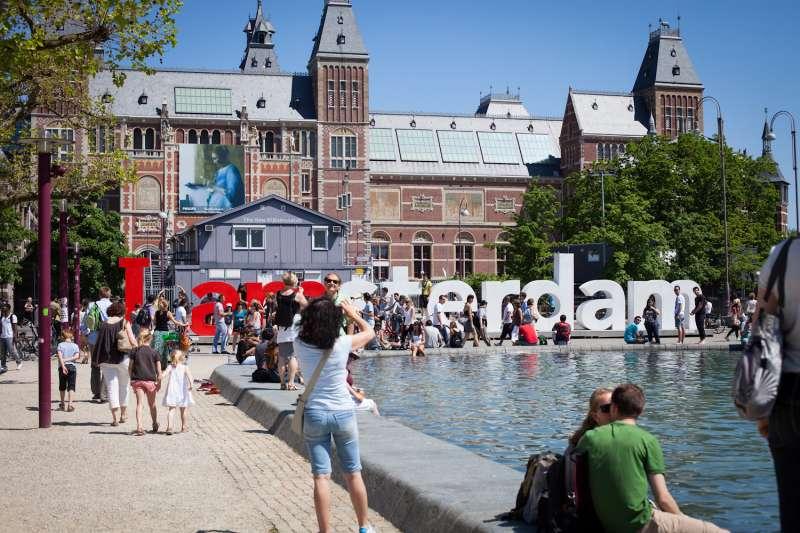 2020年3月,阿姆斯特丹政府宣布採納「甜甜圈經濟學」概念,打造經濟發展與社會生態都能維持平衡的城市。(_dChris@flickr)